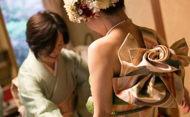 furisode-kimono-wedding-dress-japan-2-585a38d950bf3__605