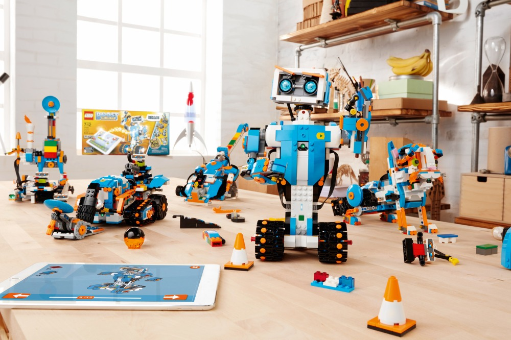 lego-boost-design-products-technology-robots_dezeen_2364_col_0.jpg